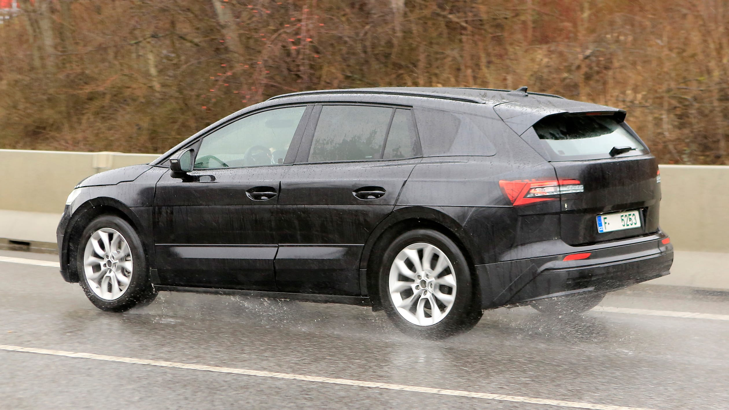 2021 - [Skoda] SUV EV - Page 3 2021%20Skoda%20Enyaq%20spied-8