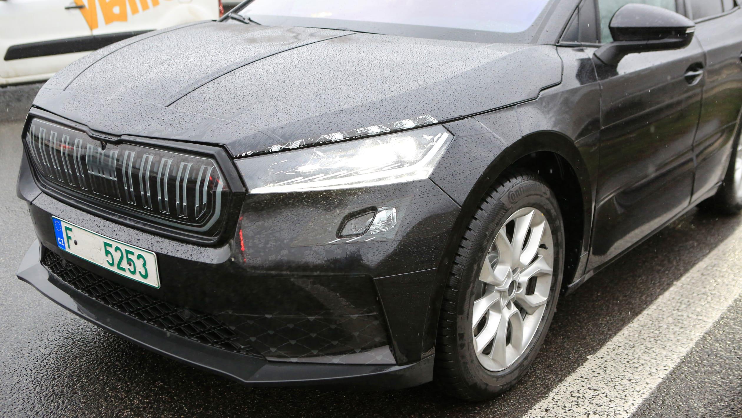 2021 - [Skoda] SUV EV - Page 3 2021%20Skoda%20Enyaq%20spied-12